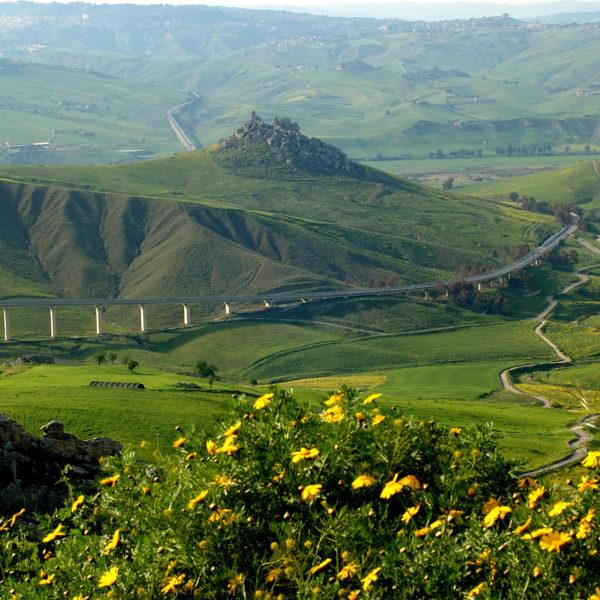 Enna e Caltanissetta: la Sicilia interna